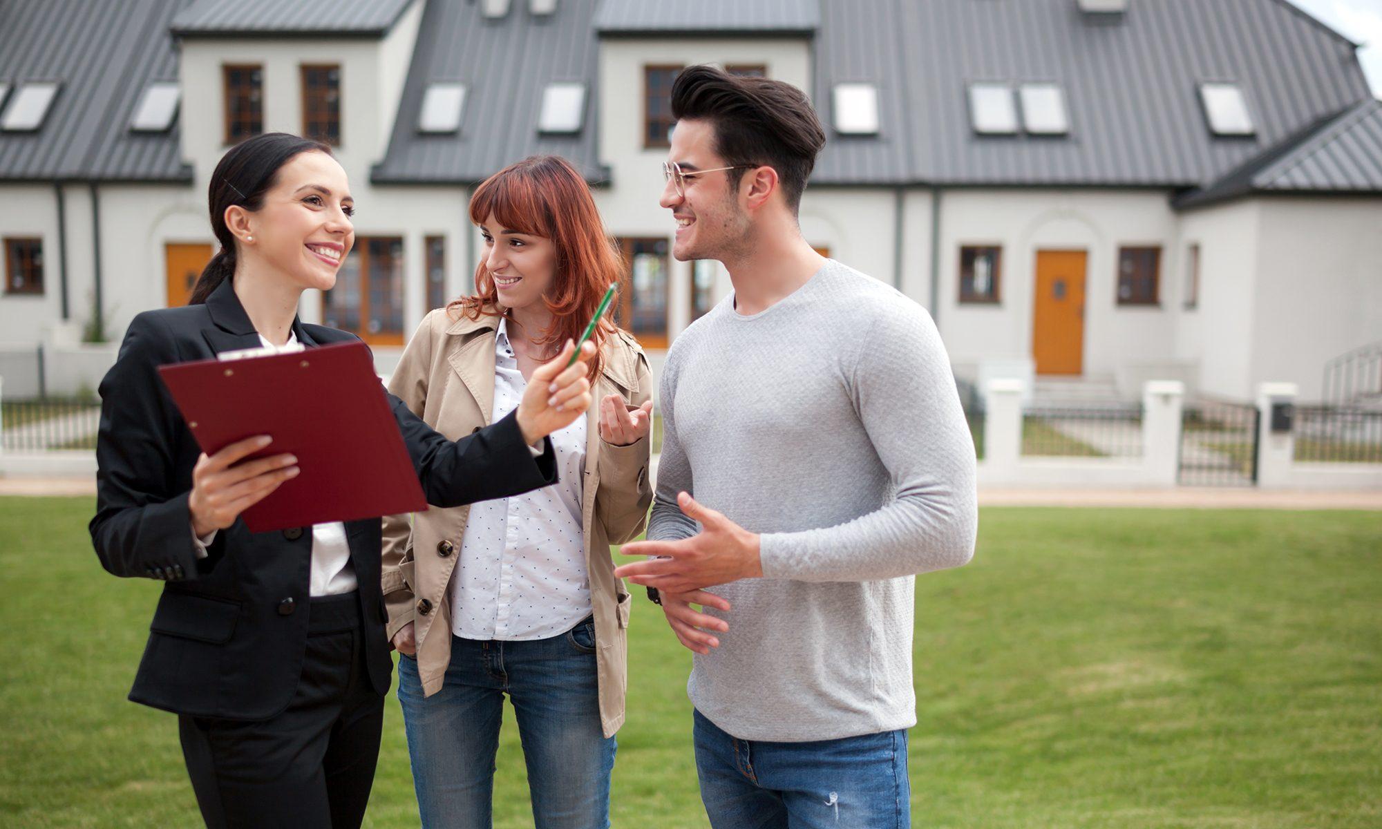 Couple souhaitant acheter une maison